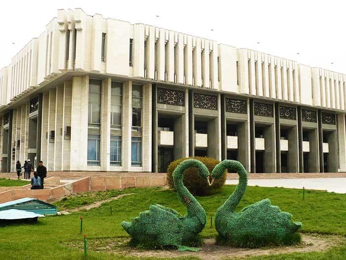 Дагы 526 адам, Бишкекте чектөө башталды!