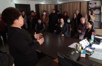 Самара Каримова музыкалык окуу жайга милиция менен кирип барды