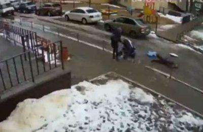 Видео. 17-кабаттан кулаган эркек 5 айлык ымыркайдын үстүнө түштү