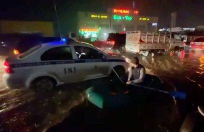 Видео. Бишкекти суу каптап, кайык менен жүргөндөр пайда болду