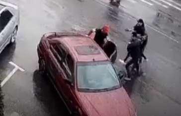 Видео. Бишкектин чок ортосунан 3 бала кызды уурдап кетишкен