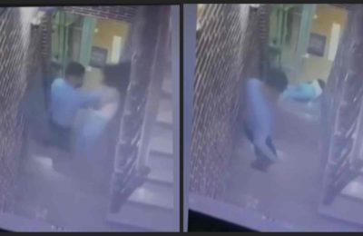 Караоке-барда кызды чыканагы менен бир уруп кулаткан видео тарады